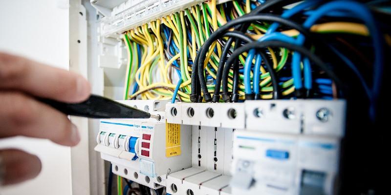 Revista Presei – 10 septembrie 2020: Cum și cine fură electricitate cu constanta K