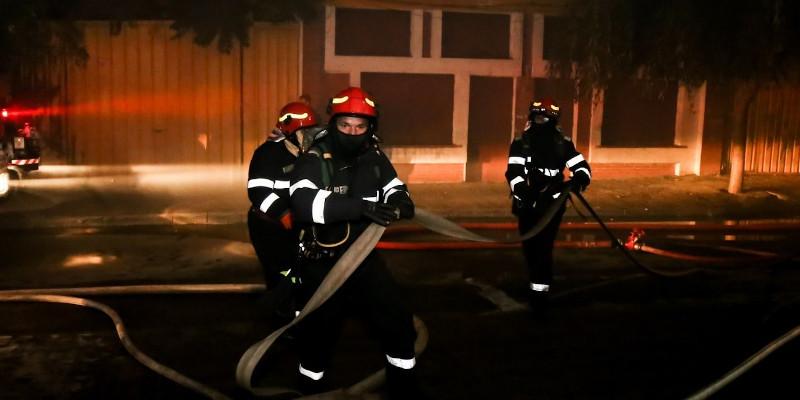 Incendiu într-un bloc anvelopat de firma de casă a lui Florea