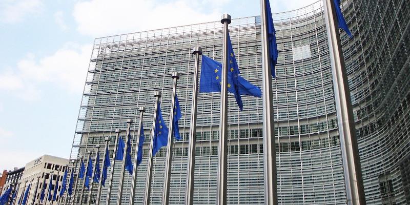 Revista presei – 10 decembrie: Am putea fi sancționați de UE pentru lipsa strategiei în renovarea clădirilor