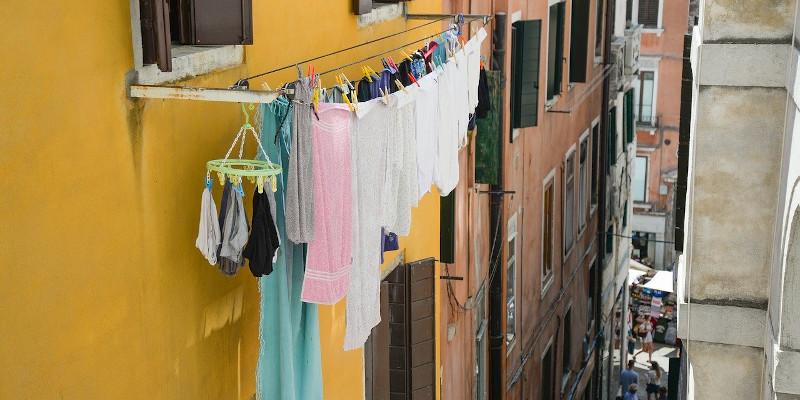 Chițac interzice uscarea rufelor în exteriorul imobilelor din Constanța