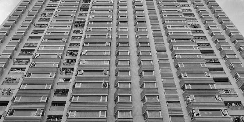 Revista presei – 21 iulie: Un bloc de 10 etaje din București a fost construit fără drum de acces